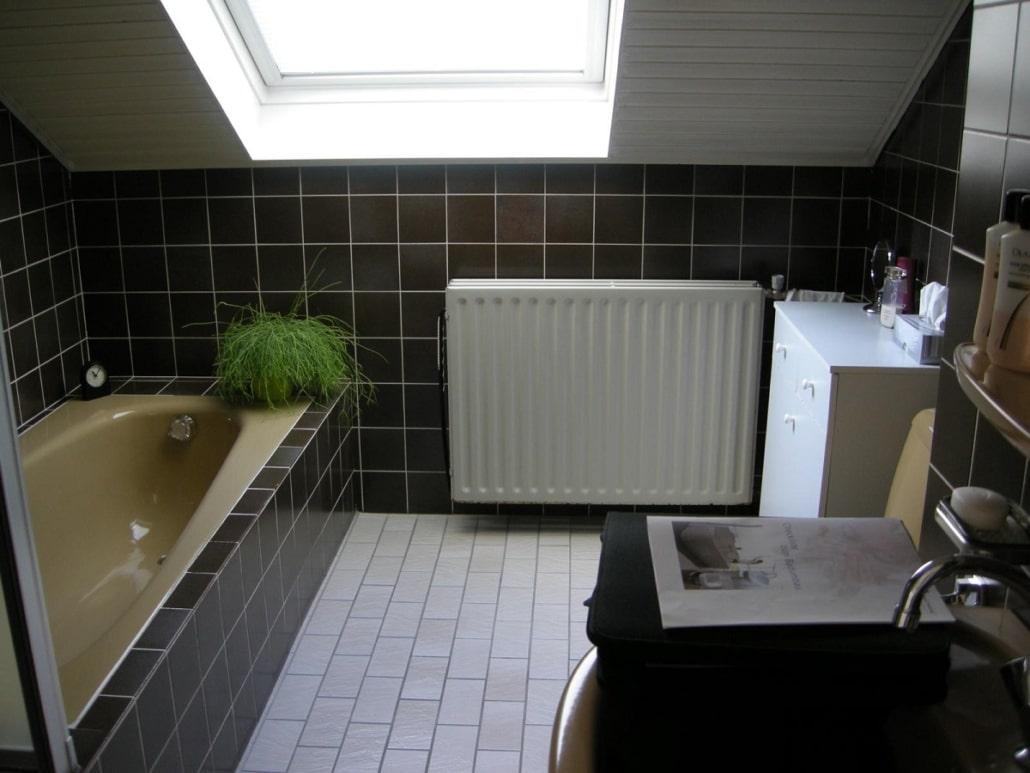 Bad mit Dachschraege nach der Sanierung