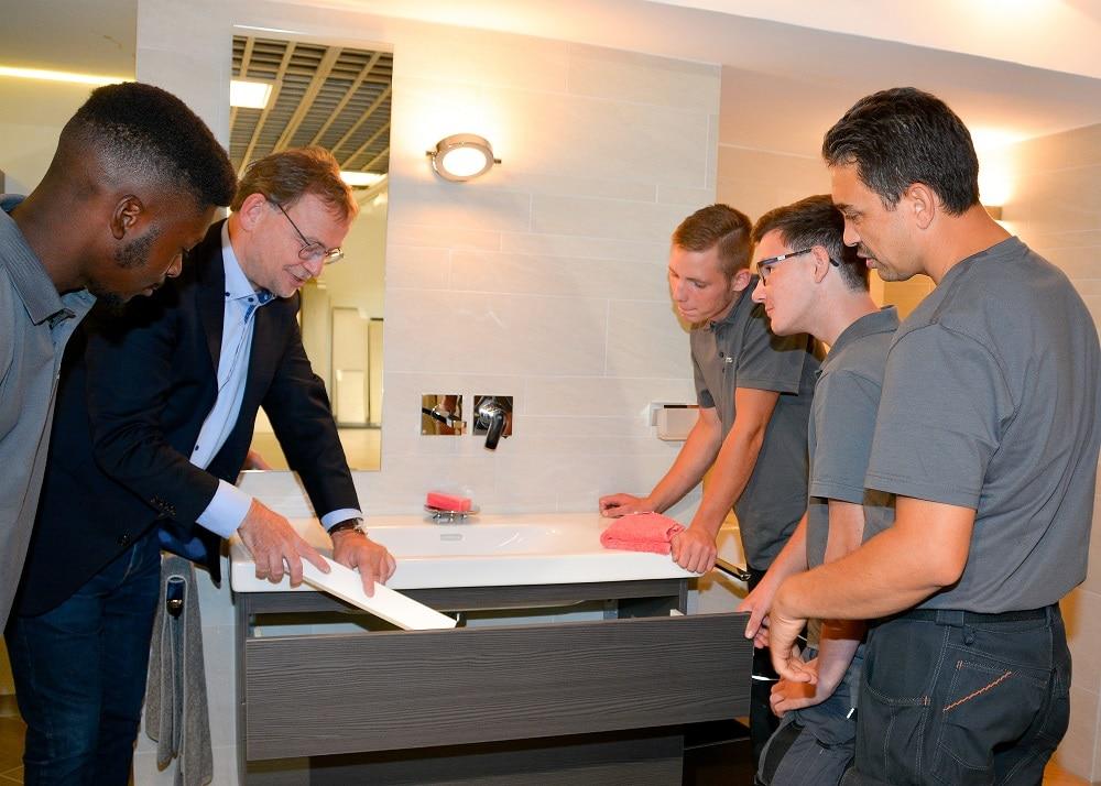 Badsanierung und Badrenovierung das Team bei der Besprechung, Vervoort GmbH in Kleve-Kranenburg