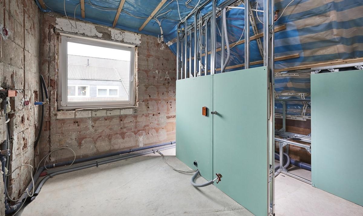 Der fünfte Schritt der Badsanierung, die Durchführung der Arbeiten von Vervoorts, in Kleve- Kranenburg