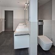 Das Bad nach der Badsanierung, die Raumtrennung mittels Vorwandinstallation von Vervoorts GmbH in Kleve-Kranenburg