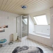 Das Badezimmer vor der Badsanierung, die Details: Die Badewanne