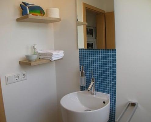 Badsanierung eines 5-6 qm großen Badezimmers von Vervoorts GmbH, Kleve-Kranenburg