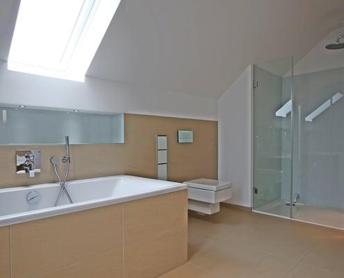 Badsanierung eines 6-7 qm großen Badezimmers von Vervoorts GmbH, Kleve-Kranenburg
