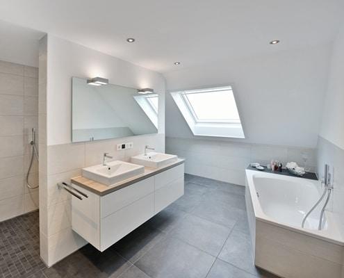 Badsanierung eines 7-9 qm großen Badezimmers von Vervoorts GmbH, Kleve-Kranenburg