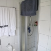 Vor der Badsanierung der Dusche im Fertighaus, durch Vervoorts GmbH in Kleve-Kranenburg
