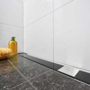 Kundenreferenz Badsanierung in Goch, das Bad nach der Sanierung- die neue Duschrinne von Vervoorts GmbH in Kleve- Kranenburg