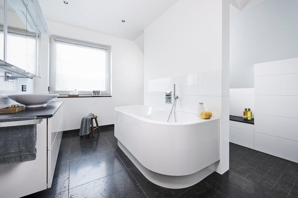 Kundenreferenz Badsanierung in Goch, das Bad nach der Sanierung, von Vervoorts GmbH in Kleve- Kranenburg
