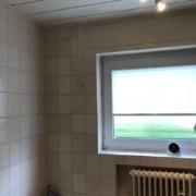 Kundenreferenz Badsanierung in Emmerich, die alte Badewanne vor der Sanierung