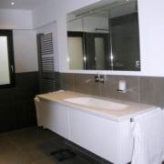Nach der Badsanierung der Waschplatz im Fertighaus, durch Vervoorts GmbH in Kleve-Kranenburg
